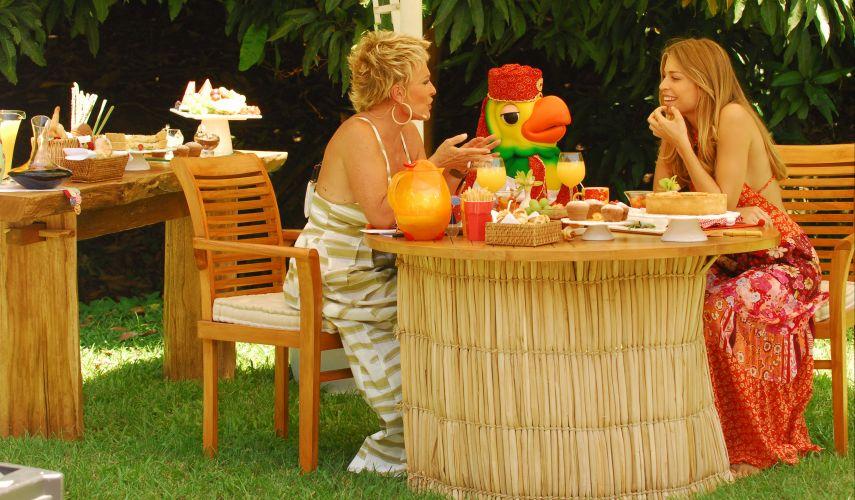 Grazi Massafera toma um café da manhã com Ana Maria Braga e o Louro José no