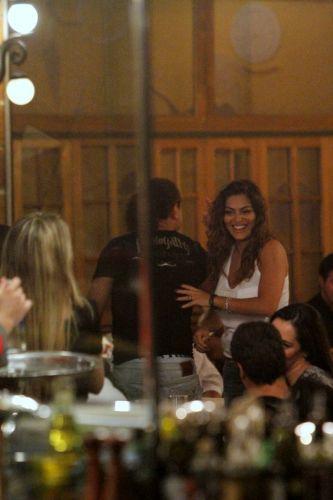 Juliana Paes comemora seu aniversário, no sábado (26), em uma churrascaria carioca na companhia de alguns amigos e da família (26/3/2011)