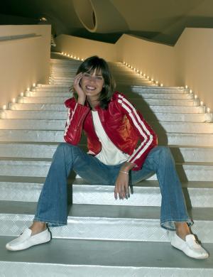 Letícia toda despachada durante sessão de fotos (fev/2005)