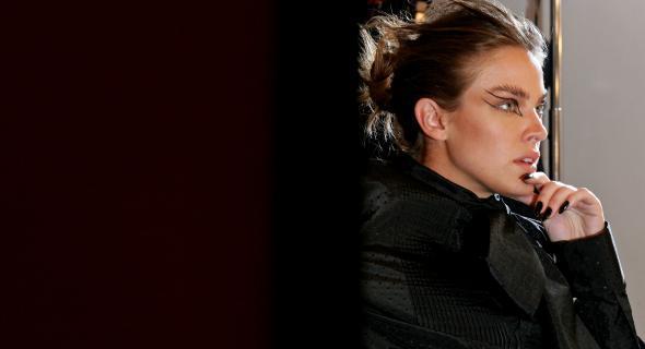 Fotograda por Jacques Dequeker e maquiada por Dani Hernandez para a Ellus (jan/2006)