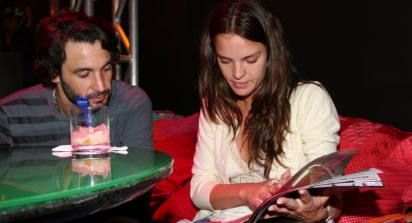 Uma das primeiras fotos ao lado de Rico Mansur, logo que começaram a namorar (jul/2006)