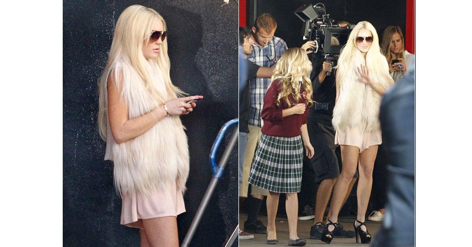 Cerca de duas semanas após deixar a prisão domiciliar, Lindsay Lohan é fotografada no set de filmagem de um clipe da banda MIGGS em Los Angeles. No vídeo, ela interpreta ela mesma, posando com fãs e sendo fotografada pelos paparazzi (13/7/2011)