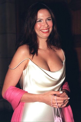 Luciana Gimenez no Victoria and Albert Museum, em Londres (13/9/1999)