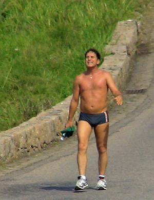 O ator Marcos Frota escolhe a Prainha para caminhar (20/6/07)