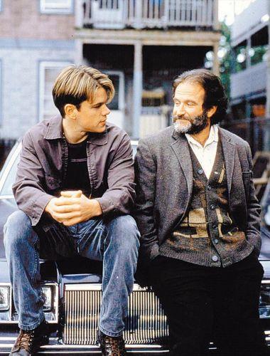 Matt Damon e Robie Williams em cena do filme