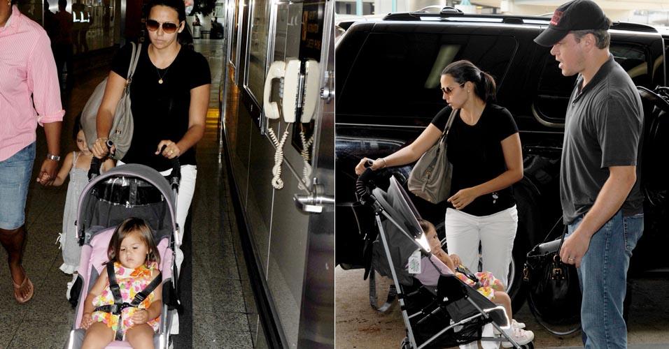 Matt Damon, a mulher Luciana Barroso e as filhas Isabella e Gia desembarcam em aeroporto de Nova York (29/6/2010)