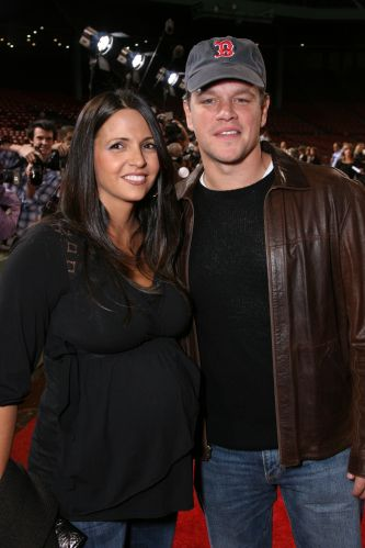 Matt Damon e a mulher Luciana Barroso participam da première do filme