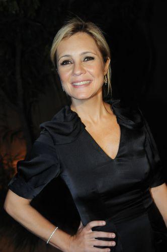 Adriana Esteves posa para os fotógrafos durante a festa em comemoração ao lançamento da novela