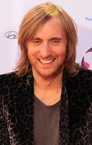 O DJ francês David Guetta posa no tapete vermelho do EMA. Ele é um dos indicados da categoria masculina, Best Male, da premiação realizada pela MTV, em Belfast, na Irlanda do Norte (06/11/2011)