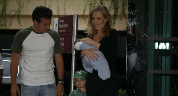 Benício, o segundo filho de Angélica e Huck, nasceu neste sábado (3) (4/11/2007)