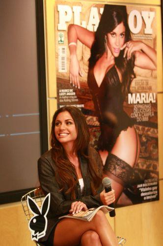 A ex-bbb Maria Melilo em lançamento da revista