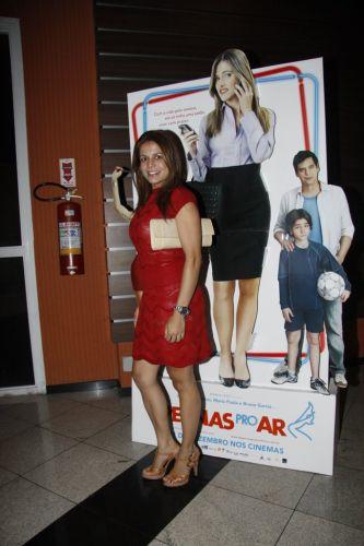 A atriz Nívea Stelmann prestigia a pré-estreia do filme