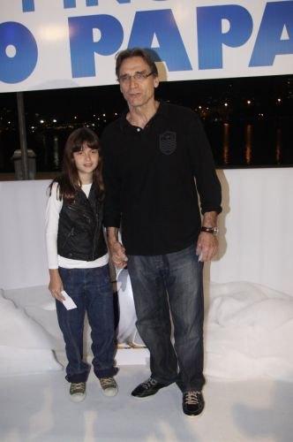 Herson Capri leva a filha Luiza à pré-estreia de