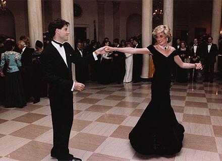 Princesa Diana dança com o ator John Travolta em um jantar na Casa Branca, EUA (9/11/1985)