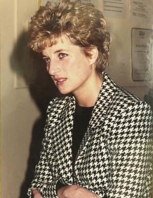 Foto tirada por um soldado da força aérea no palácio de Kensington em 1993 e doada a museu