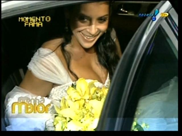 Priscila Pires chega à igreja Santa Margarida Maria, na Lagoa, Rio de Janeiro, com duas horas de atraso (28/5/2011)