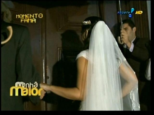 A ex-bbb Priscila Pires se prepara para entrar na igreja, onde se casa com o empresário Bruno Andrade, no Rio de Janeiro (28/5/2011)