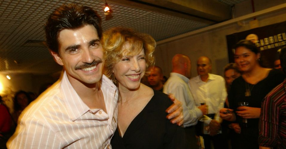 O ator Reynaldo Gianecchini e a apresentadora Mariilia Gabriela durante comemoração de 10 anos do programa
