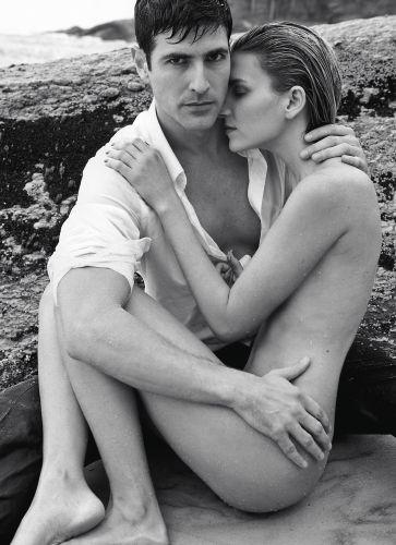Reynaldo Gianecchini fotografado ao lado da modelo Winie. O ator foi eleito o homem mais sexy do ano pela revista