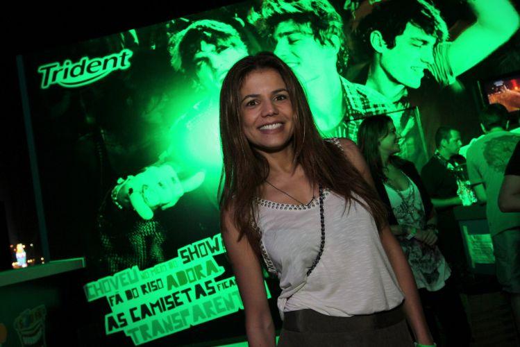A atriz Nívea Stelmann chega ao camarote do Rock In Rio para assistir os shows desta sexta-feira (30/9/11)