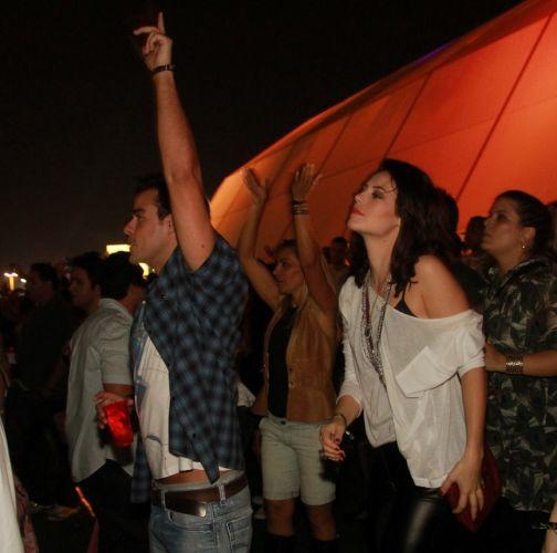 O casal Joaquim Lopes e Paola Oliveira assiste shows do Rock In Rio nesta sexta-feira (30/9/11)