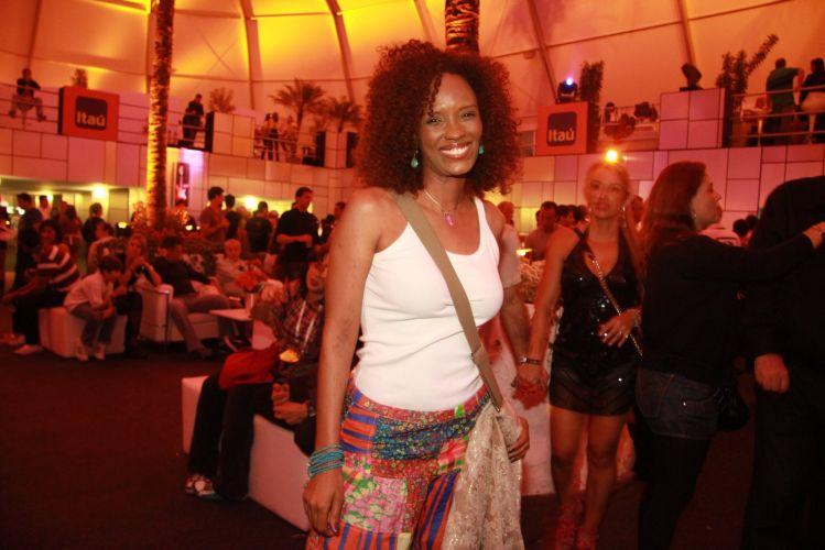 A atriz Isabel Fillardis chega ao camarote do Rock In Rio para assistir os shows desta sexta-feira (30/9/11)