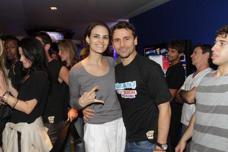 Murilo Rosa posa para foto ao lado da esposa Fernanda Tavares no Rock in Rio (01/10/11)