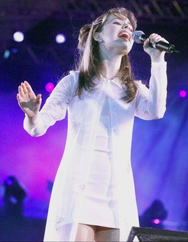 Sandy durante um show, quando tinha 15 anos de idade (1/7/1998)