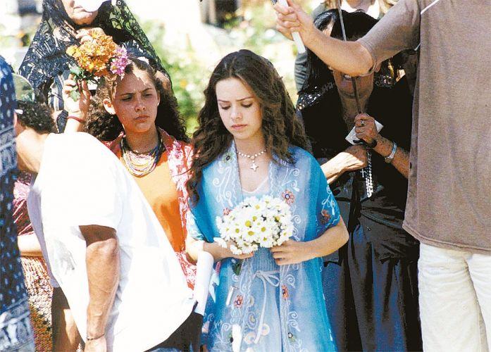 Sandy durante gravação da cena do enterro dos pais de sua personagem, Cristal, na novela