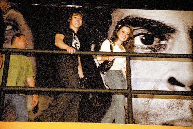 Os irmãos Junior e Sandy vão juntos ao show do cantor Djavan, em São Paulo (16/7/2004)