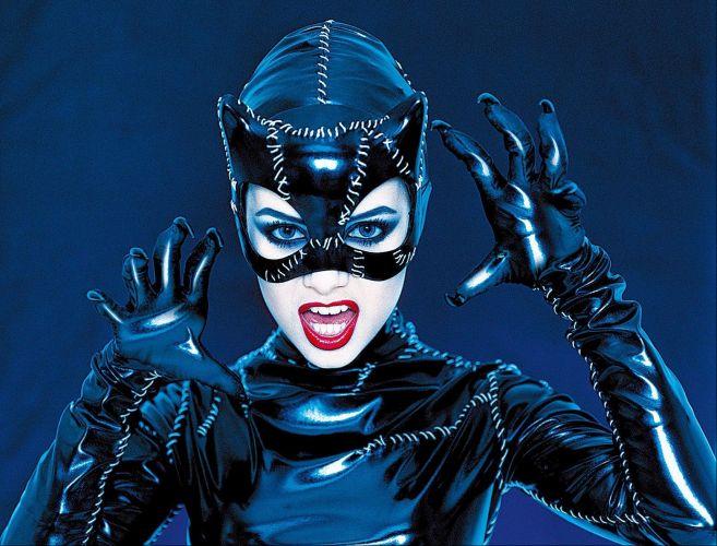 A cantora Sandy posa de mulher-gato para a capa da