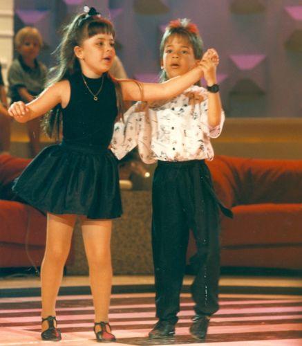 Os irmãos Sandy e Junior no inicio da carreira (1990)