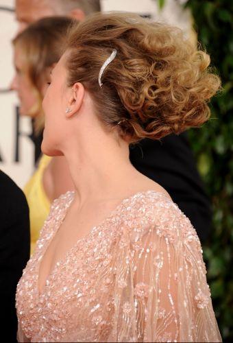 Scarlett Johansson posa para fotos no tapete vermelho do Oscar em Hollywood (27/2/2011)
