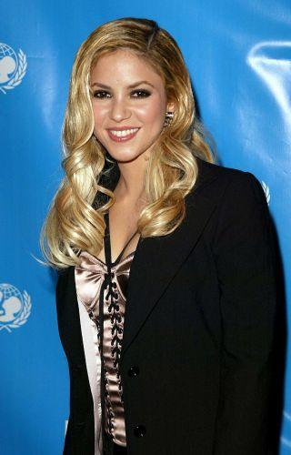 Shakira em festa da UNICEF em hotel de Beverly Hills (3/12/2003)