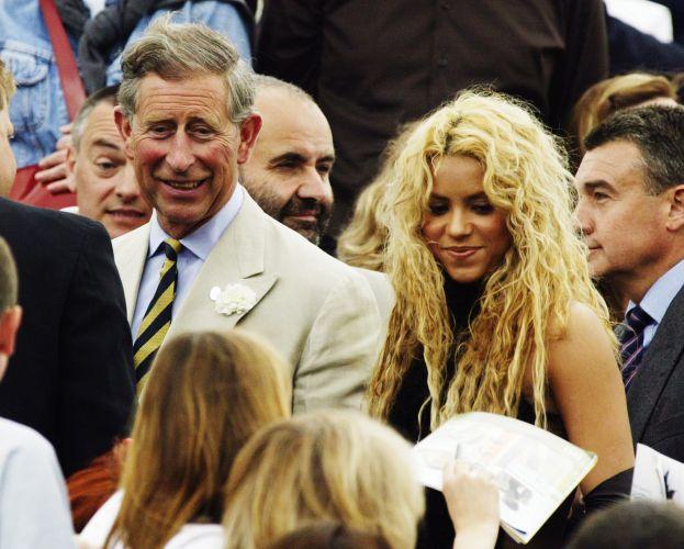 A cantora Shakira ao lado do Príncipe Charles no evento