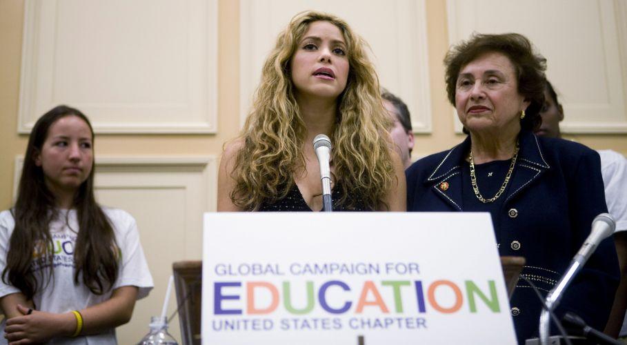 Shakira participa de conferencia no Capitol Hill em apoio ao Education for All, em Washington (22/4/2008). Shakira é a presidente honorária da Global Campaign for Education Action Week, que procura investimentos para educação básica em todo o mundo