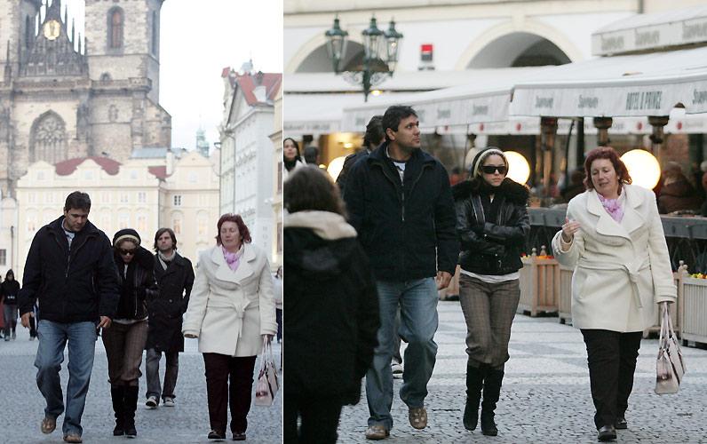 A cantora Shakira passeia pela cidade de Praga com o irmão e a mãe (3/3/2007)
