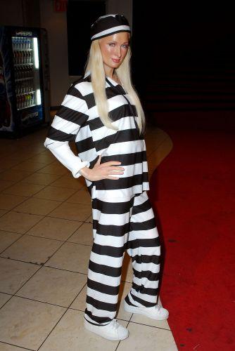 Figura de cera de Paris Hilton no museu Madame Tussauds, em Nova York (4/6/2007). O boneco aparece com um uniforme de presidiário por causa da sentença de 45 dias na prisão que Paris recebeu por dirigir sem licença