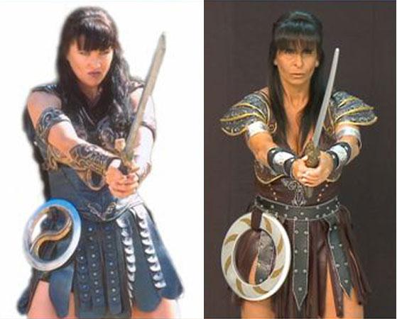 De espada na mão, a dançarina Gretchen (dir.) foi guerreira ao se transformar em Xena, em agosto de 2008, para o quadro