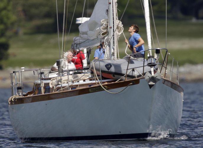 Em Vancouver, no Canadá, o ator grava uma cena em veleiro para o filme 'A Morte e Vida de Charlie' (25/05/2010)